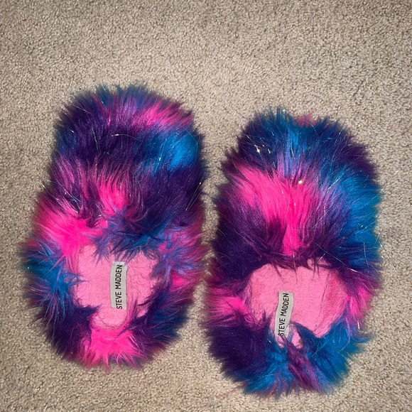 Girls Steve Madden Fuzzy Slippers